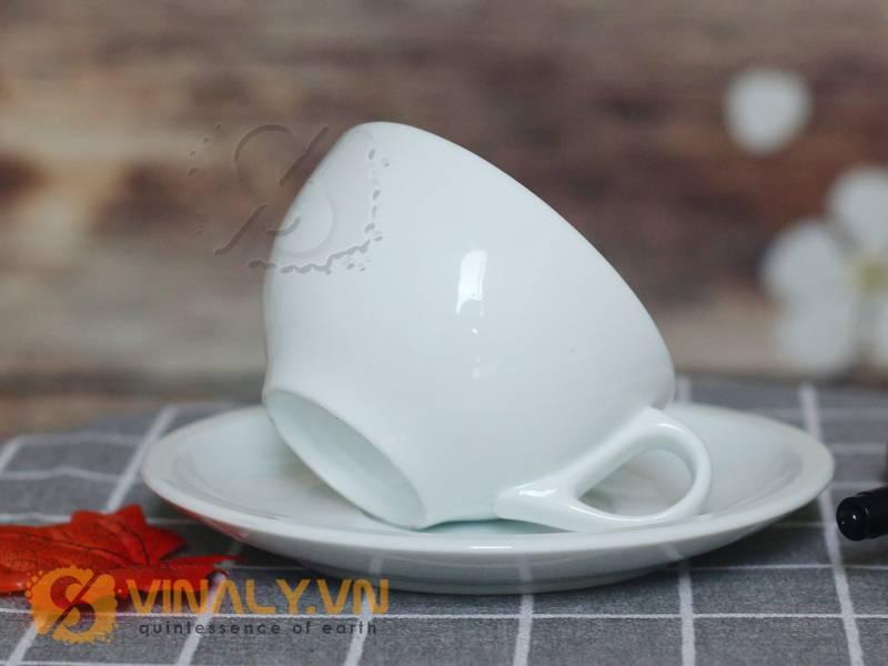 Ly cafe Cappuccino trắng 200ml với đường cong ở phần thân