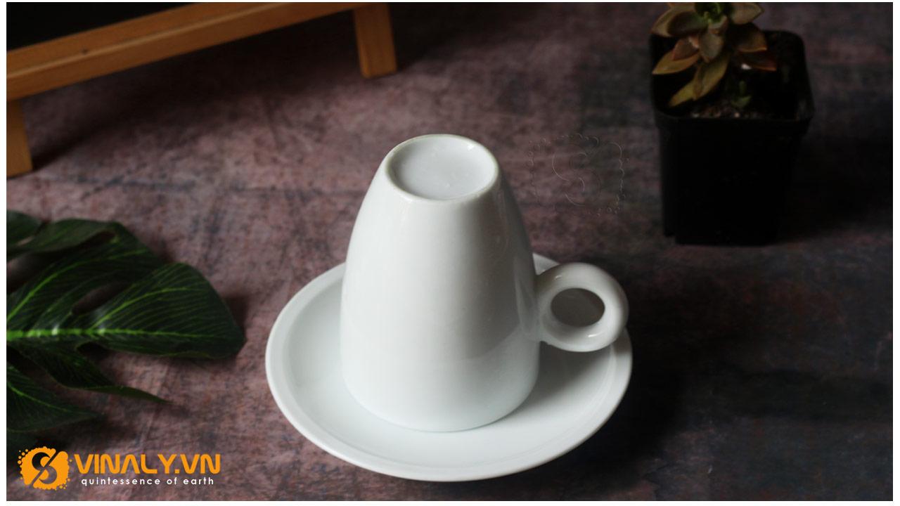 Sắc trắng của lớp men của ly sứ Latte trắng thật sáng bóng và tinh tế