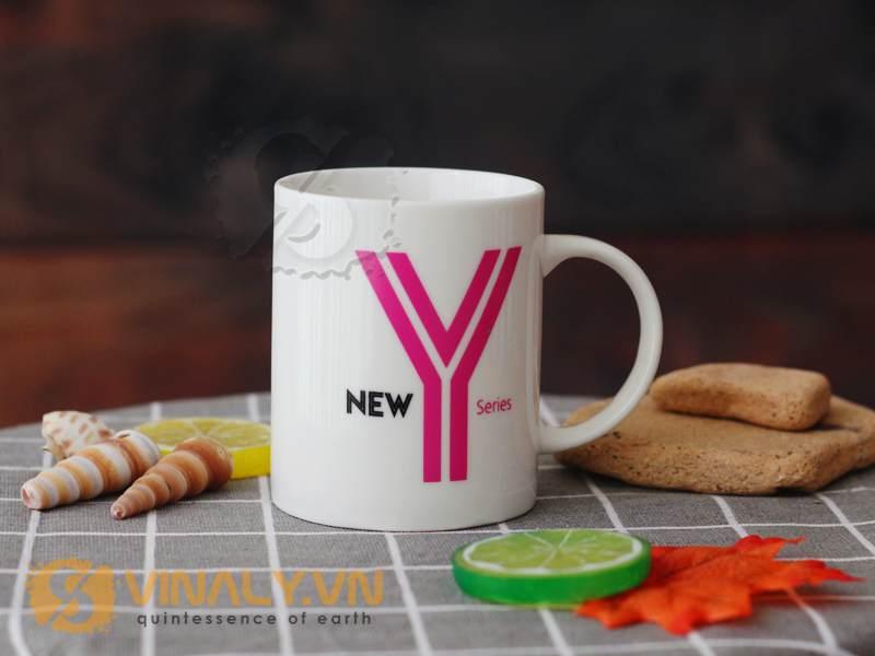 Ly sứ trắng kem là mẫu ly sứ giá rẻ in logo doanh nghiệp