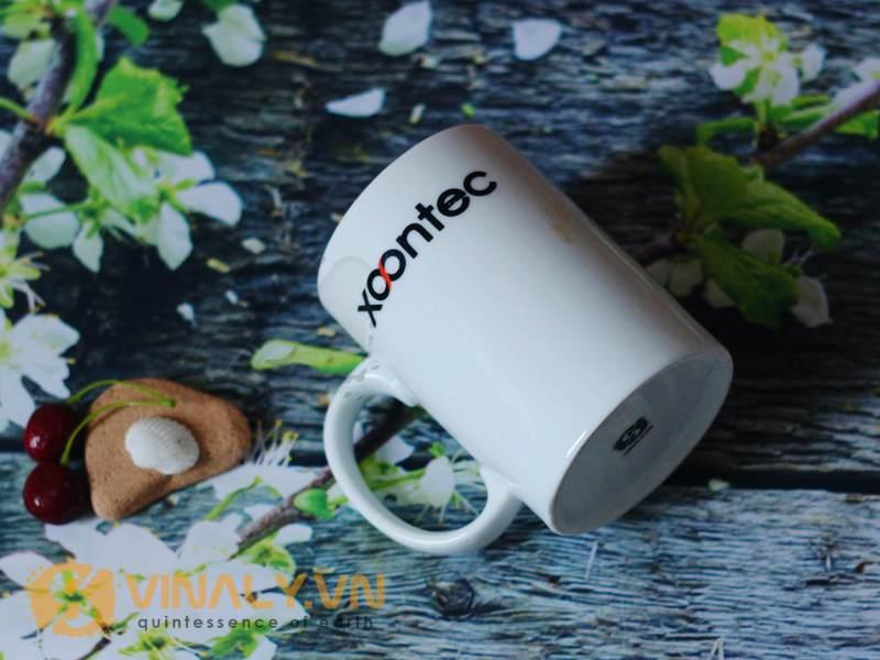 Hình ảnh ly sứ trắng trụ cao đã in logo xoontec