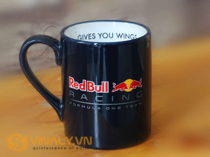 Mẫu ly sứ màu in logo Red Bull
