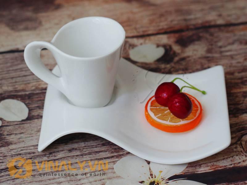 Ly sứ cafe espresso - Phần quai xoắn phá cách chính là điểm tạo nên cho sản phẩm này nét riêng biệt