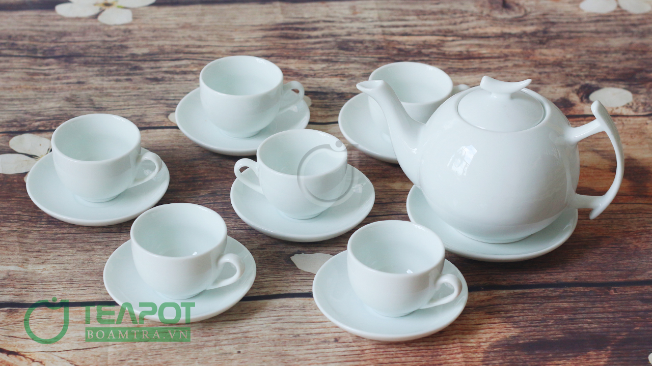 Một bộ ấm trà sang trọng là món quà tặng thích hợp để làm quà tặng cho nhân viên 20-10