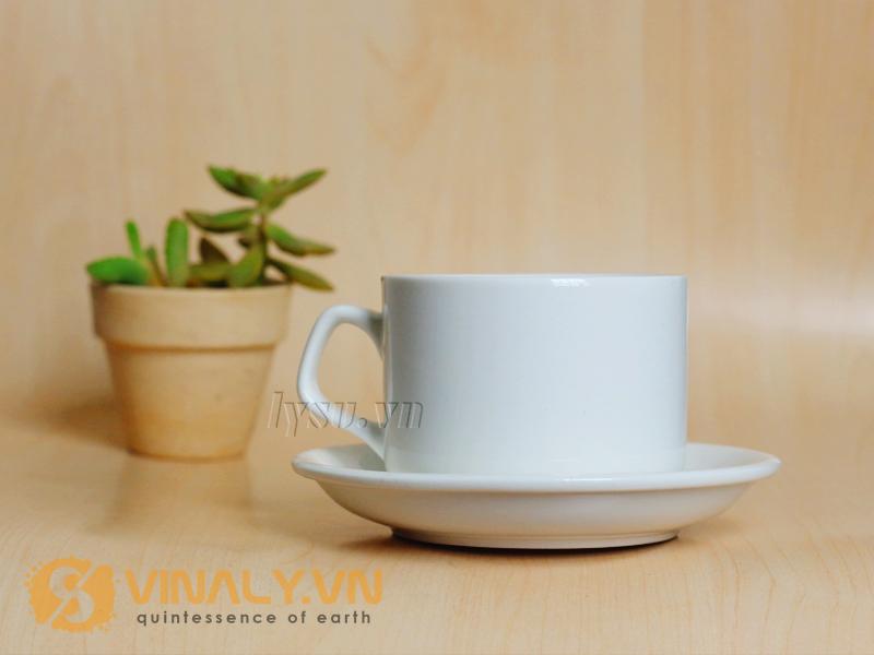 Thoạt nhìn ly sứ cà phê cổ điển quai vuông cỡ lớn trông thật thật ấn tượng