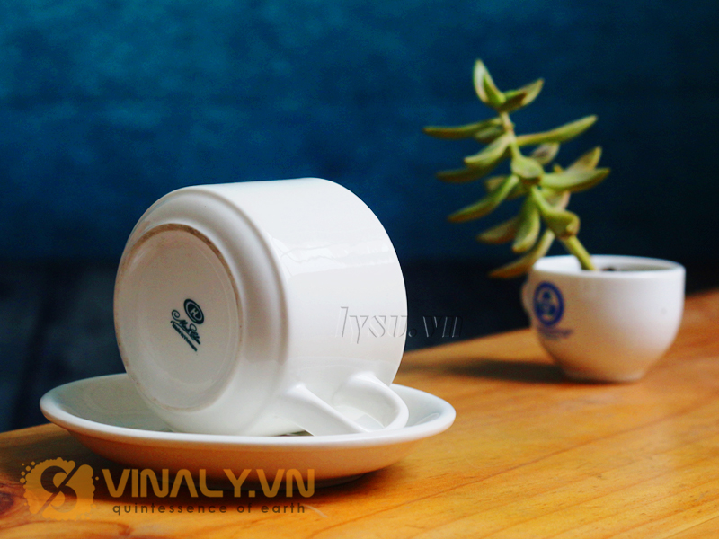 Bộ sản phẩm ly sứ cafe quai vuông size L này được lấy cảm hứng từ sự tinh tế và thanh tao, trang trọng