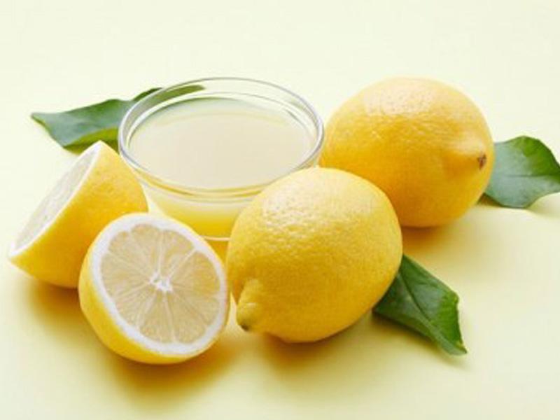 Mẹo tẩy rửa ly sứ - Làm sạch ly sứ bằng nước cốt chanh