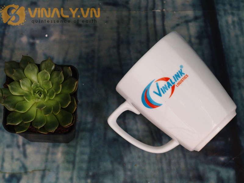 Ly sứ trắng vát góc là một trong những mẫu ly cafe đẹp độc đáo tại Vinaly