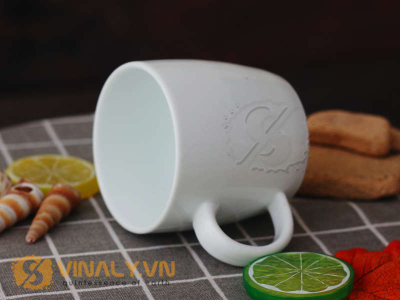 Sản phẩm ly sứ trắng bầu cắt đế phù hợp để in logo quảng bá hình ảnh thương hiệu