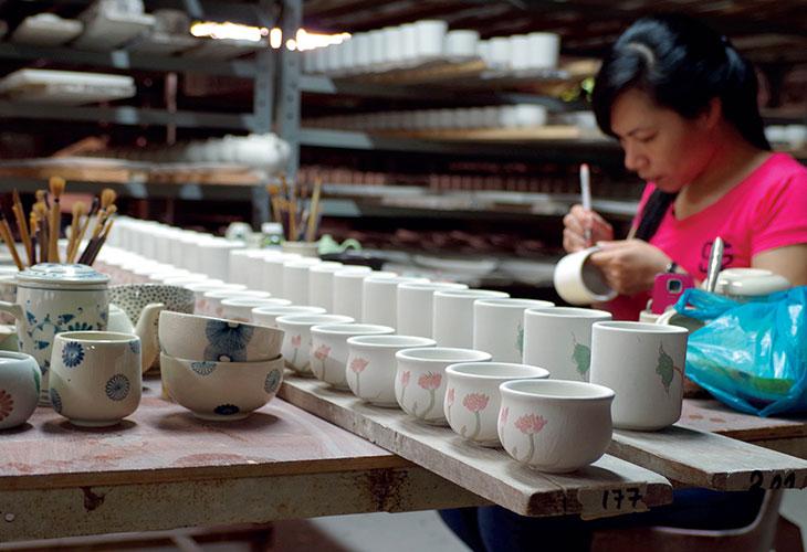 Những sản phẩm tạo nên từ bàn tay khéo léo của nghệ nhân làng gốm Bát Tràng