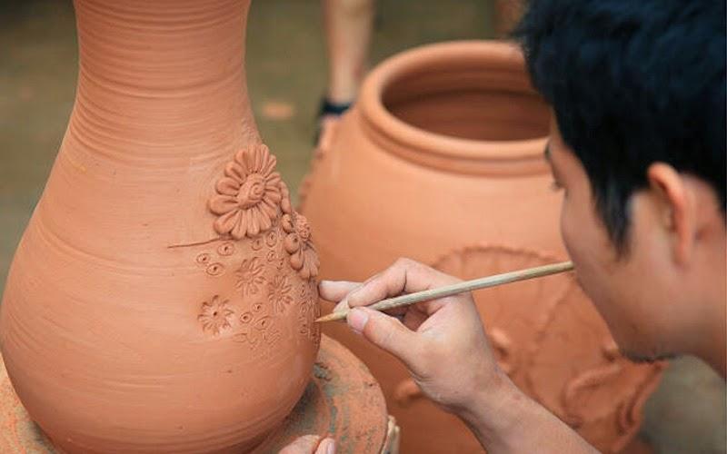 Những sản phẩm của làng gốm khmer chủ yếu còn sản xuất theo cách truyền thống.