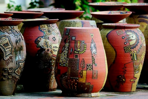 Sản phẩm của làng gốm Phù Lãng mang đặc trưng từ chất liệu đất sét đỏ.