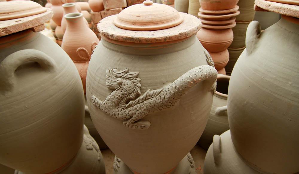 Những sản phẩm của làng gốm Thổ Hà có những đặc điểm khá tương đồng với làng gốm Phù Lãng.
