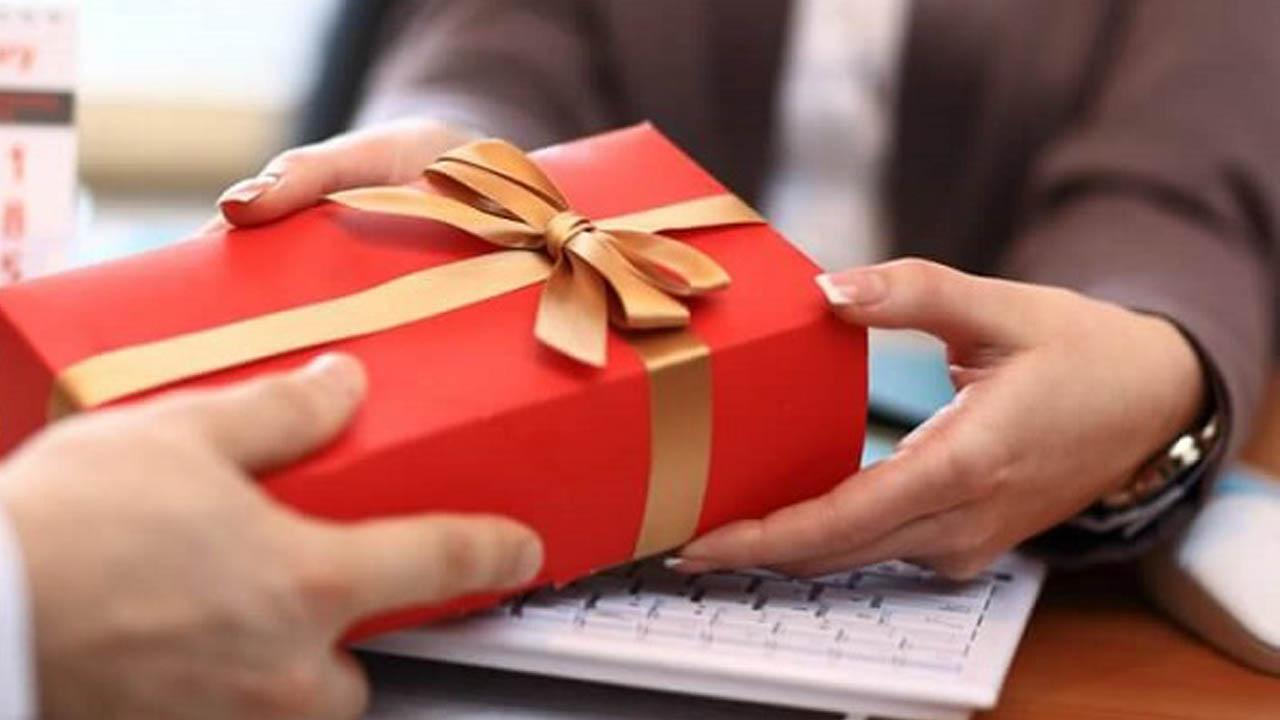 Những món quà tặng doanh nghiệp còn đại diện cho ban lãnh đạo công ty gửi lời cảm ơn, tri ân và khích lệ, động viên đến nhân viên, đối tác và khách hàng của mình.