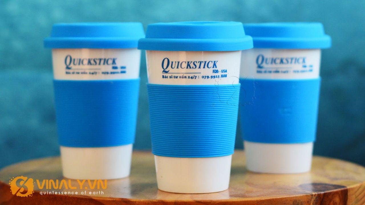 Ly sứ in logo làm quà tặng của Quickstick