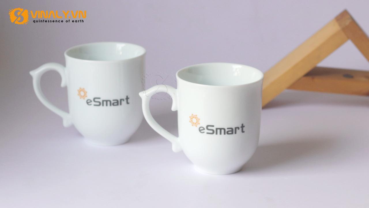 Ảnh ly sứ trắng bầu quai kiểu in logo E-smart