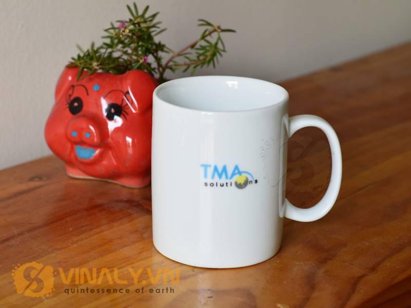 Ly sứ in logo TMA solutions Bình Định sử dụng phương pháp in ly sứ là in nung