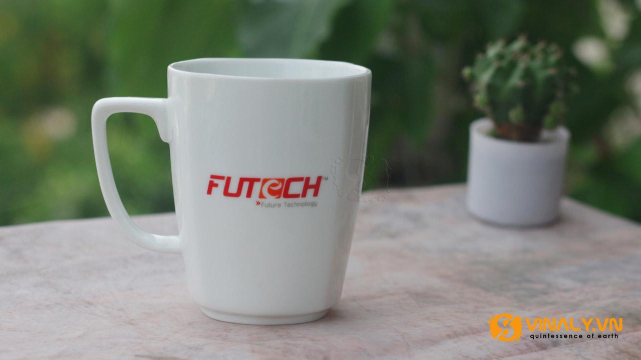 Ảnh ly sứ trắng vát góc in logo FuTech