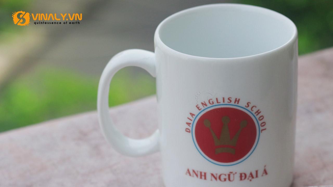 Ly sứ in logo Trung tâm Anh ngữ Đại Á