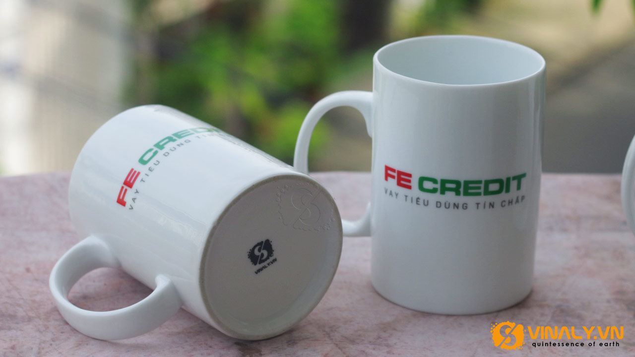 Ảnh ly sứ trắng trụ cao in logo FE Credit