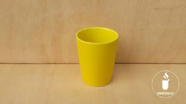 Ly sứ màu vàng rạng rỡ tài lộc