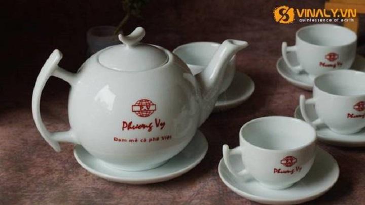 Bộ ấm trà in logo thông đẹp ý nghĩa và ấn tượng